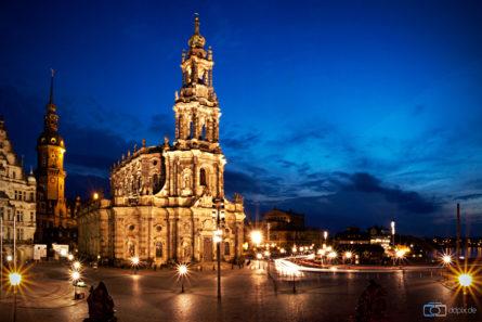 """Катедрала """"The Cathedral of the Holy Trinity - Katholische Hofkirche"""", Дрезден - Германија"""